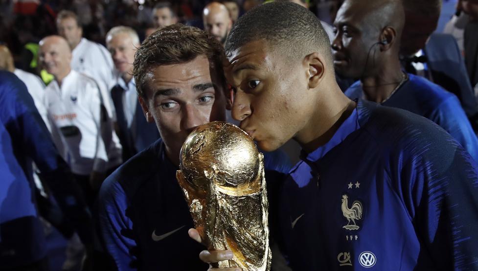 VIDEO: El show de Griezmann en la celebración del Mundial con la afición francesa 1