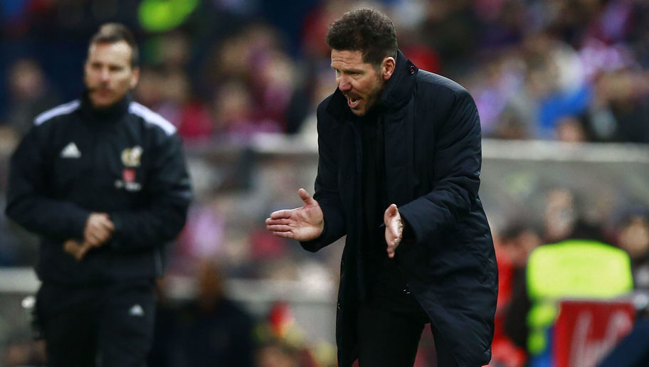 MADRID, SPAIN - DECEMBER 17: Coach Diego Pablo Simeone of Atletico de Madrid encourages his team during the La Liga match between Club Atletico de Madrid and UD Las Palmas at Vicente Calderon Stadium on December 17, 2016 in Madrid, Spain. (Photo by Gonzalo Arroyo Moreno/Getty Images)