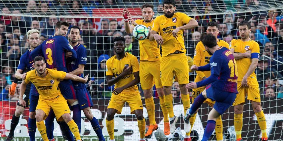 Este vídeo demuestra el por qué el gol de Messi de falta fue ilegal 1