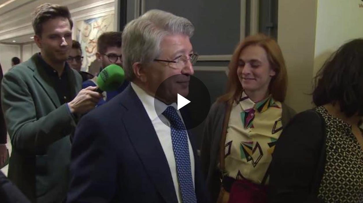 """VIDEO: Cerezo evita a la prensa y asegura que """"falta mucho tiempo para el derbi"""" 1"""