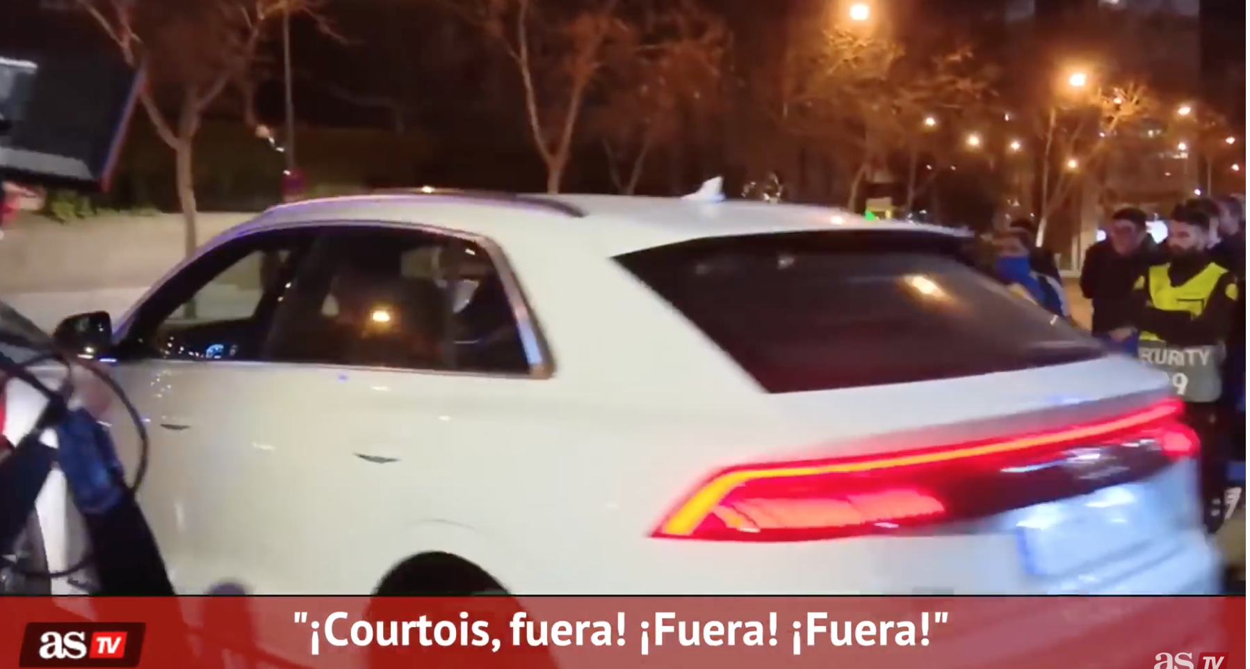 "VIDEO: La afición del Real Madrid a Courtois: ""No paras ni un taxi, vete al Atleti"" 1"