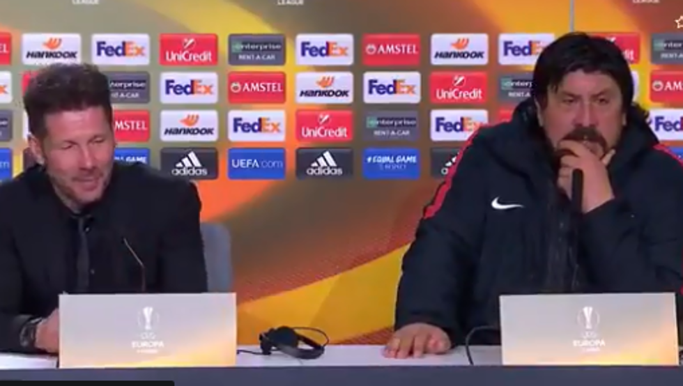 Este divertido e inolvidable vídeo de Simeone y Burgos compartiendo rueda de prensa es viral 1